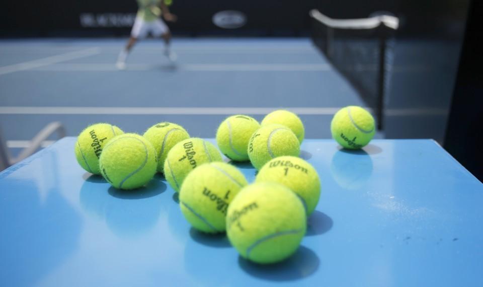 [Перевод] Какого цвета теннисный мяч?