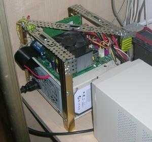 Сервер на своем месте в шкафу