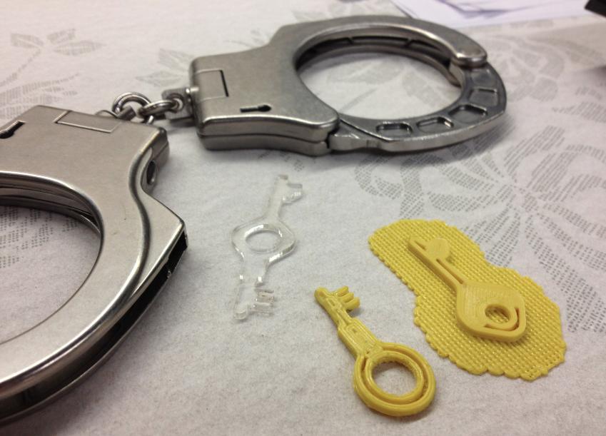 Баловались с наручниками