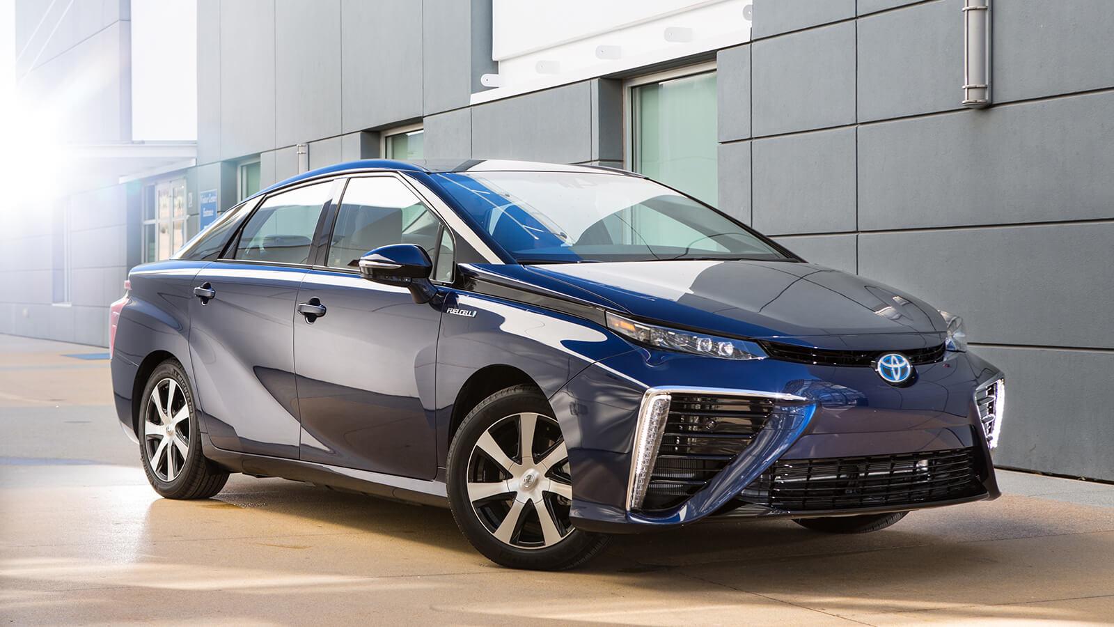 Toyota собирается создавать электромобили наряду с «водородными» авто