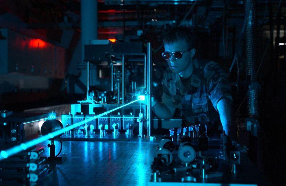 [Перевод] Спросите Итана: может ли лазер в самом деле разорвать пустое пространство?