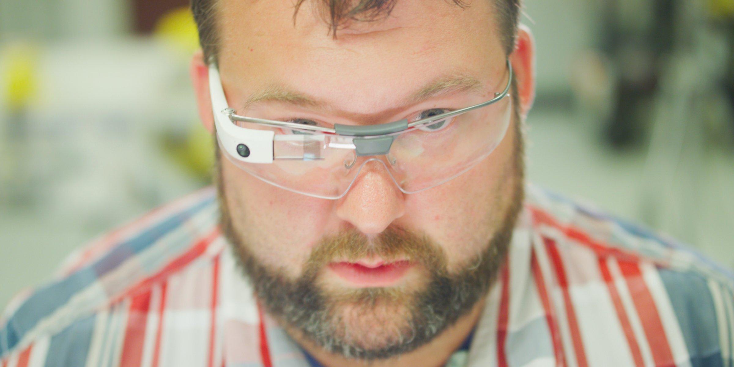 Холдинг Alphabet представил новую версию видеоочков Google Glass