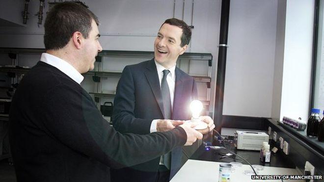Новосёлов объясняет министру финансов Великобритании, как сэкономить на освещении казначейства