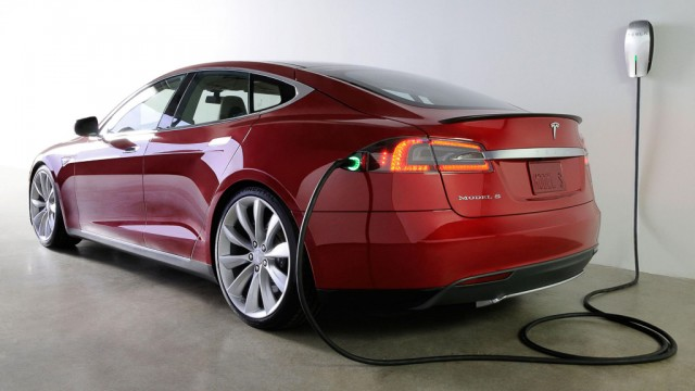 Tesla Model S burned down at station of fast charging in Norway