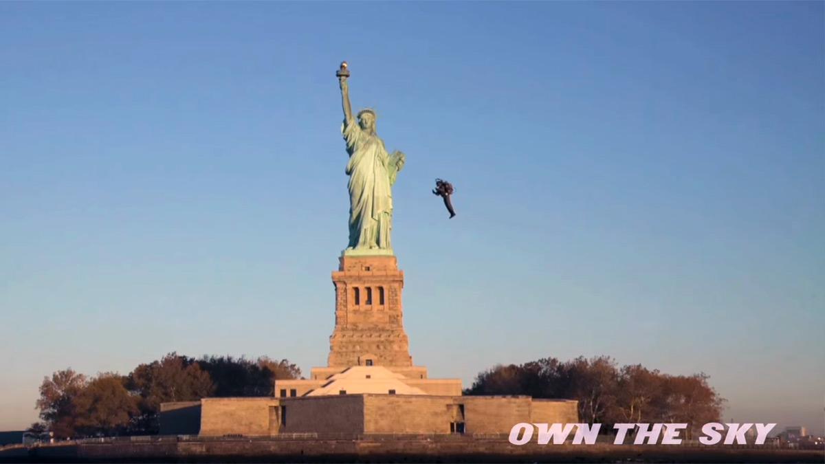 Пилот реактивного ранца Martin JetPack полетал вокруг Статуи Свободы