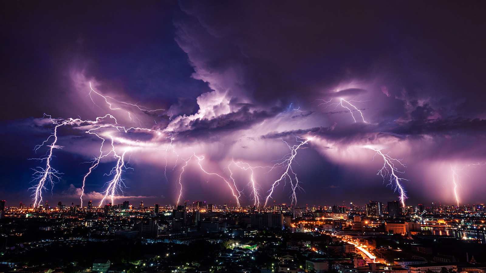 Носителям электронных имплантатов следует опасаться молний