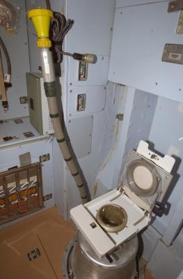 Zvezda_toilet