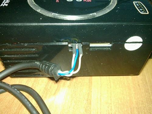 Подключенный кабель к GuruPlug