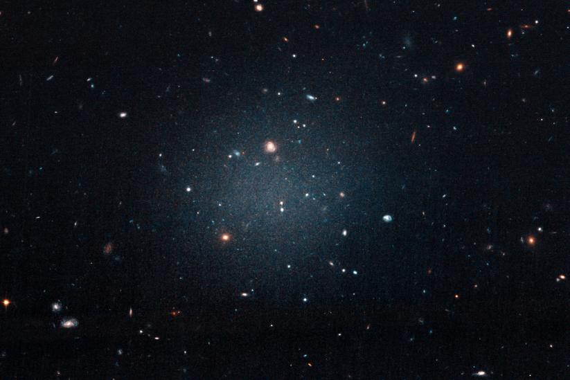 Астрономы обнаружили галактику, в которой нет темной материи