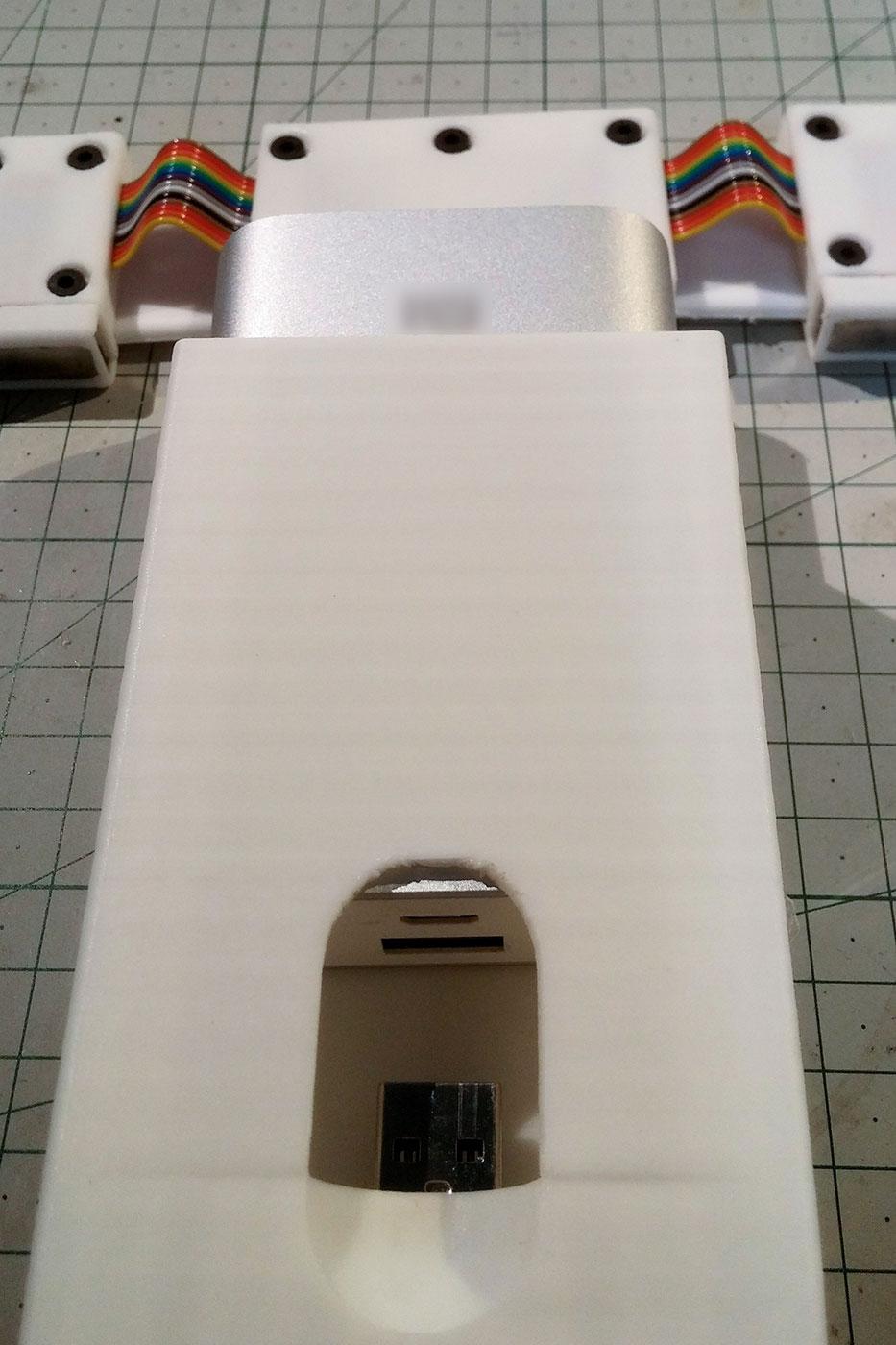 Наручный аэродром для дронов и юбка-бесконечность: новые работы SexyCyborg