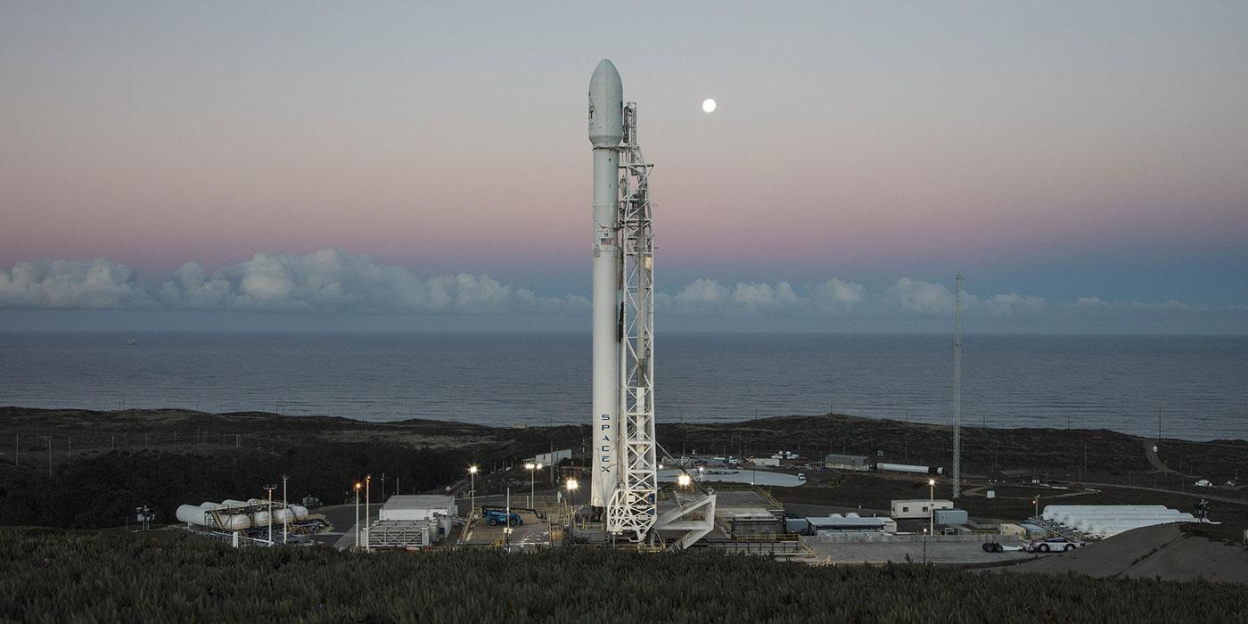 SpaceX удалось успешно запустить Falcon 9 с коммерческим спутником на борту
