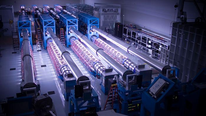 [Перевод] Физики планируют построить лазеры огромной мощности, способные разорвать пустое пространство