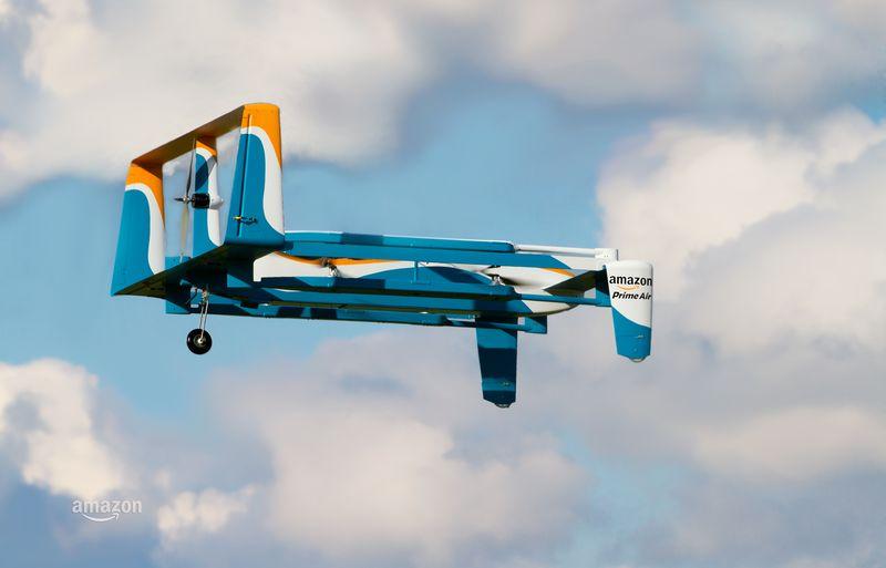 Amazon показала доставку товаров дронами в новой рекламе с Джереми Кларксоном