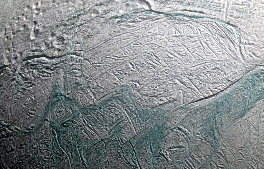 Европейское космическое агентство: поверхность Энцелада прогревается изнутри