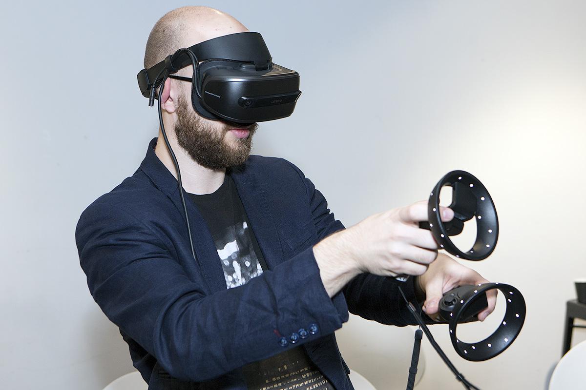 Lenovo Explorer и Microsoft Mixed Reality: виртуальная реальность для всех