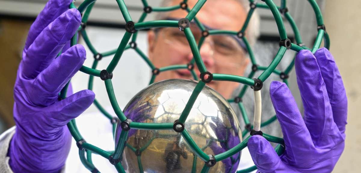 Самые маленькие атомные часы — азот в углеродной клетке