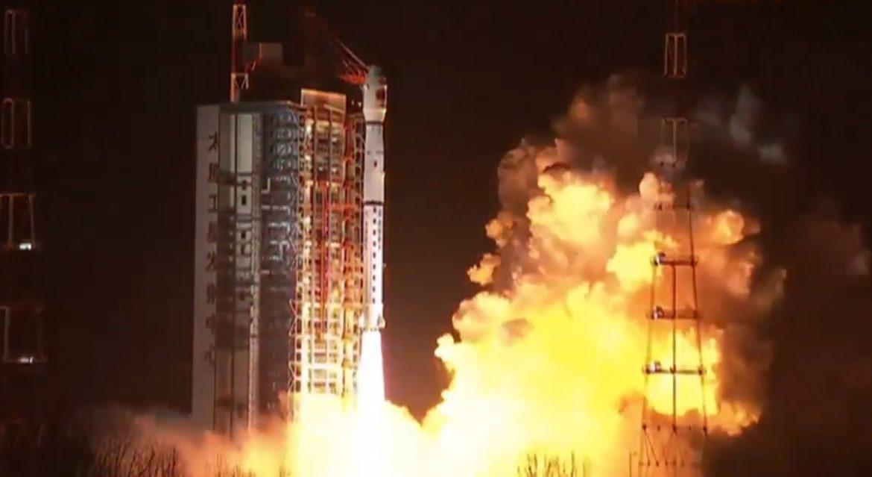 Китай запустил спутник Queqiao для связи с грядущей лунной миссией