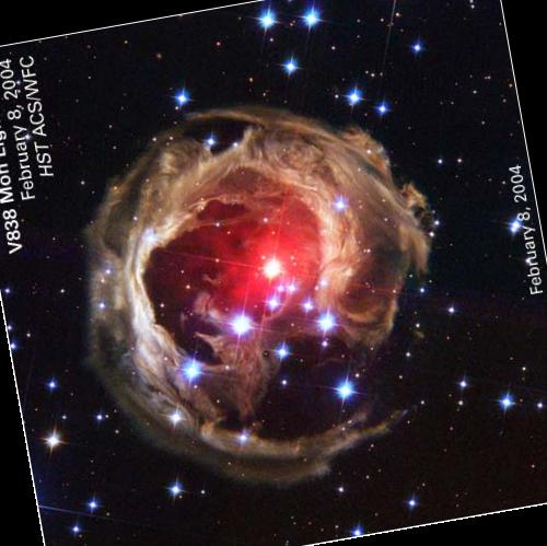 Сабжевая V838 Monocerotis под углом, напоминающим букву «e»