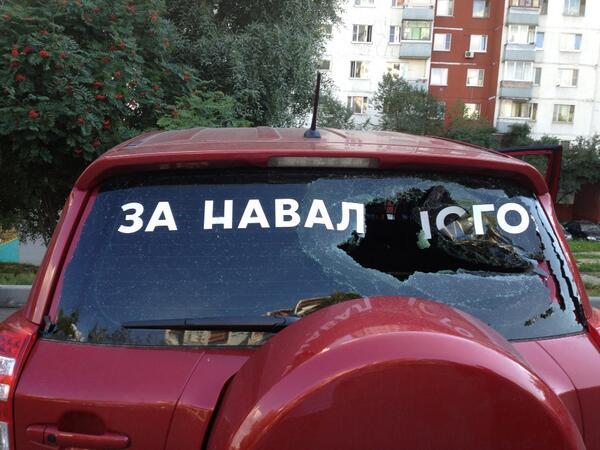 навальный разбитые стёкла машин