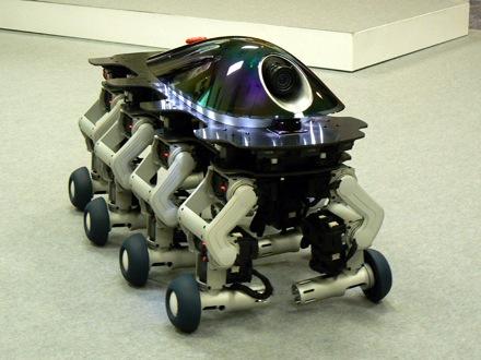 Японский робот о восьми ногах похож на танк. Или на таракана.
