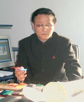 Товарищ  директор Ким Юн Хван
