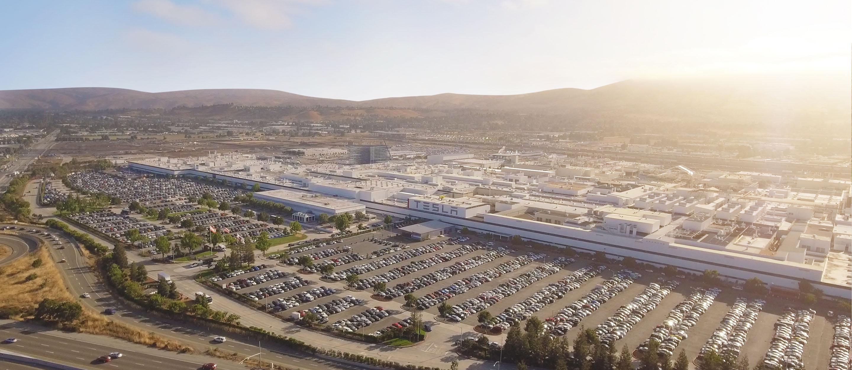 Tesla резко наращивает объемы производства электромобилей