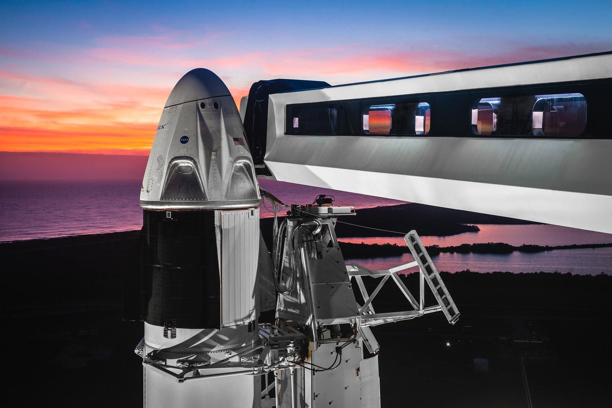 Первый запуск космического корабля Dragonv2