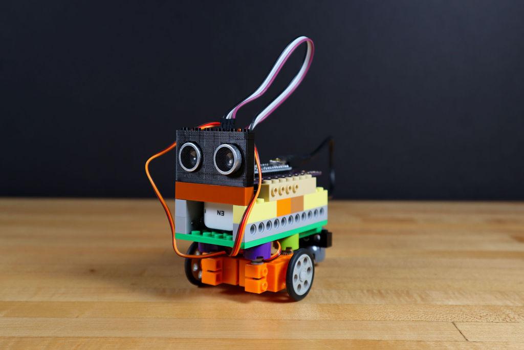Перевод Робот из LEGO и Arduino, обходящий препятствия