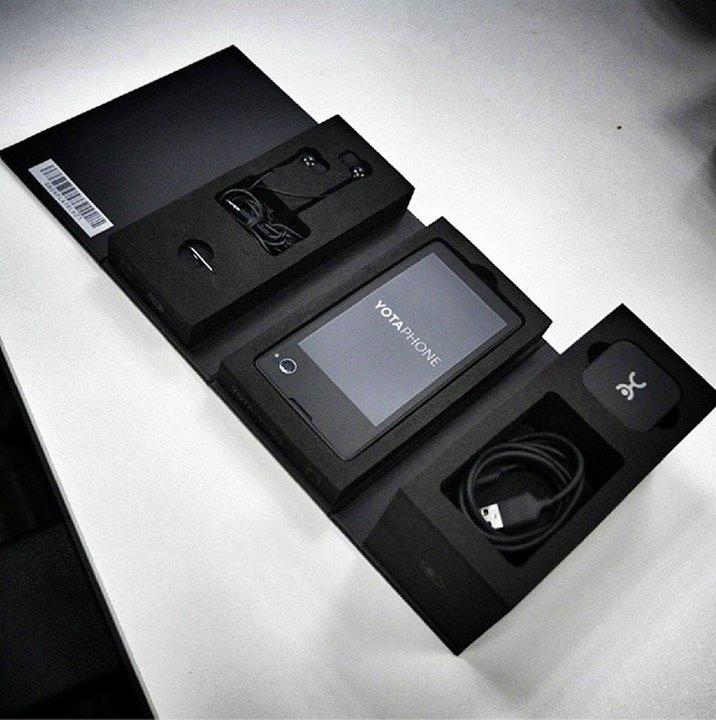 Выход YotaPhone (телефон и e-reader в одном устройстве) запланирован на декабрь этого года