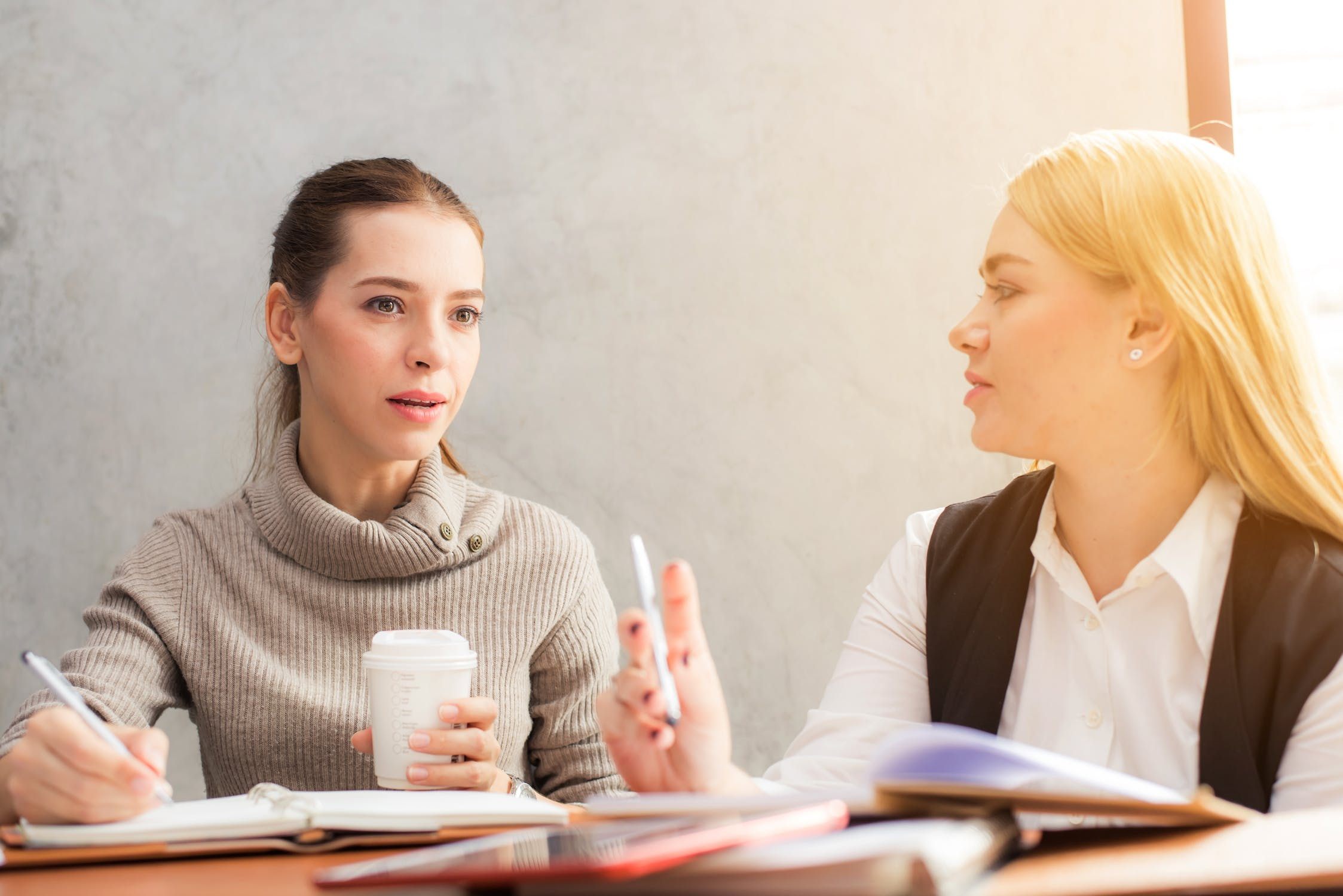 Оттенки значений в английском языке: как использовать глаголы Advise, Recommend, Suggest