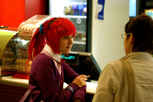 Девочка с красными волосами