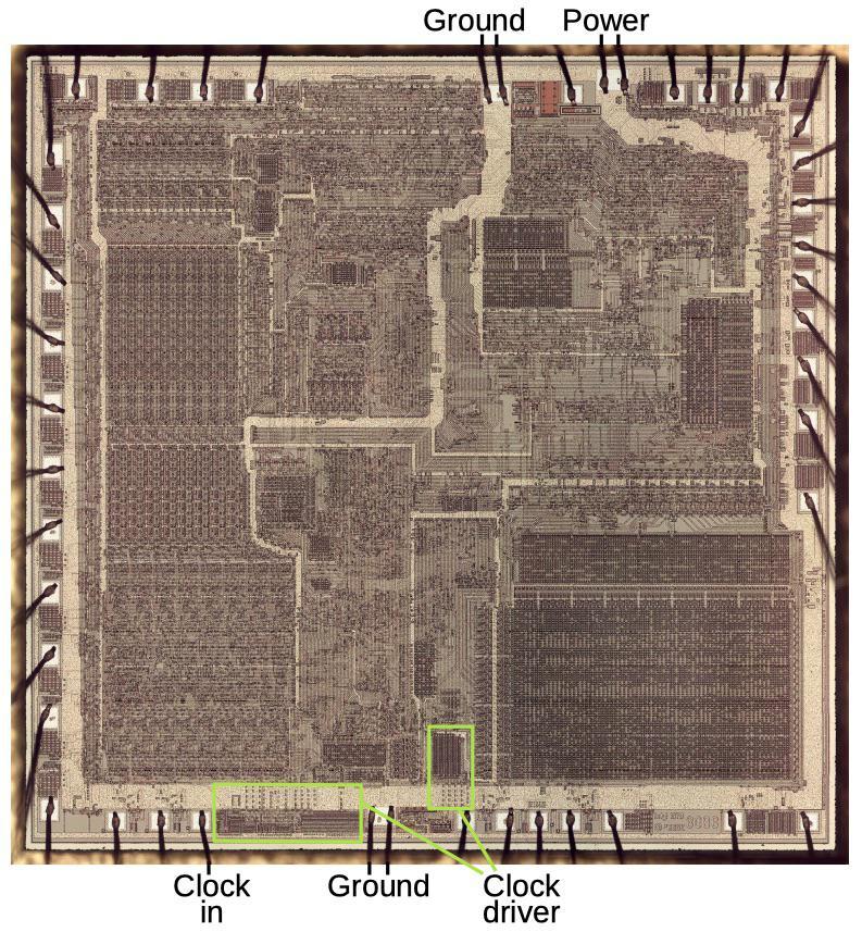 Перевод Как процессор 8086 работает с питанием и сигналами тактовой частоты