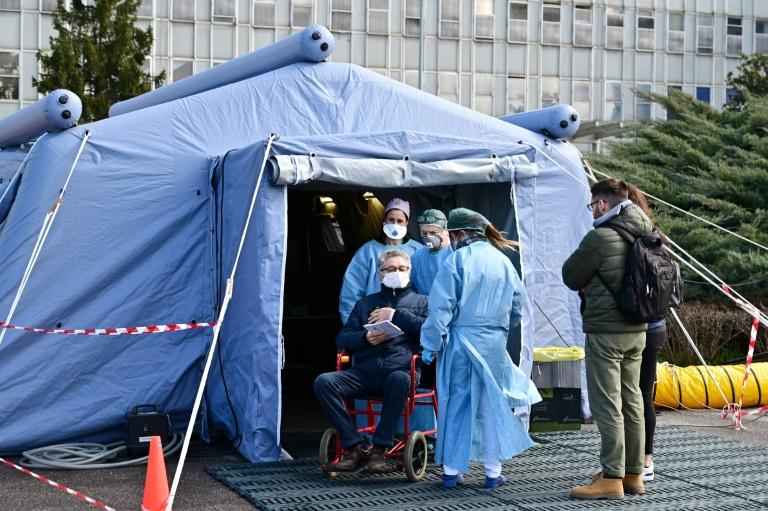 Медицинская палатка в Италии.