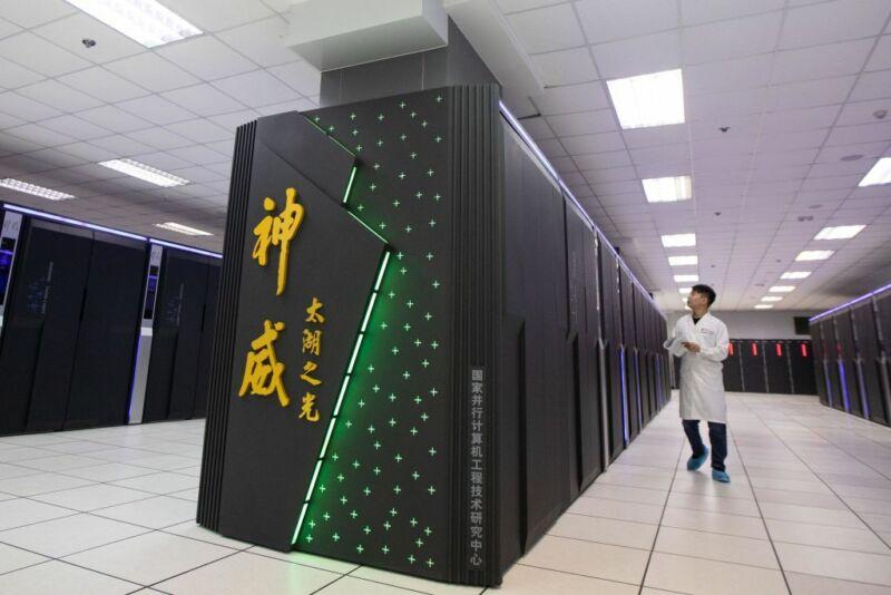 Конгрессмены попросили президента США запретить продажу ПО для разработки полупроводниковых чипов Китаю