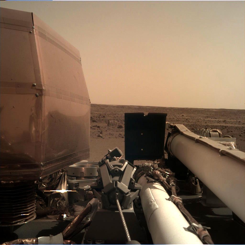 Марсианский зонд InSight успешно работает на Красной планете
