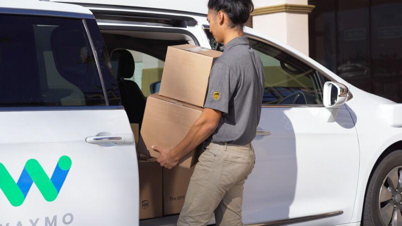 Робокары Waymo (Google) начинают развозить посылки в Фениксе, США