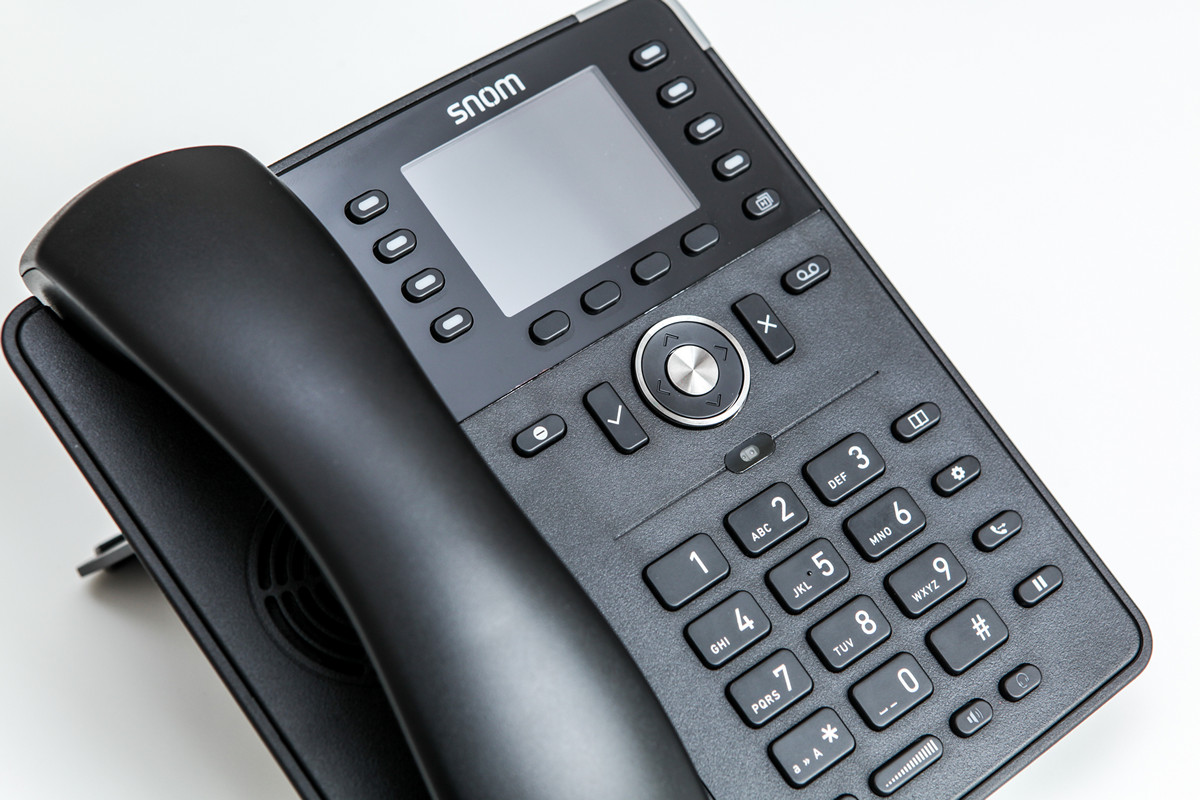 Strong middling: an overview of the IP phone Snom D735