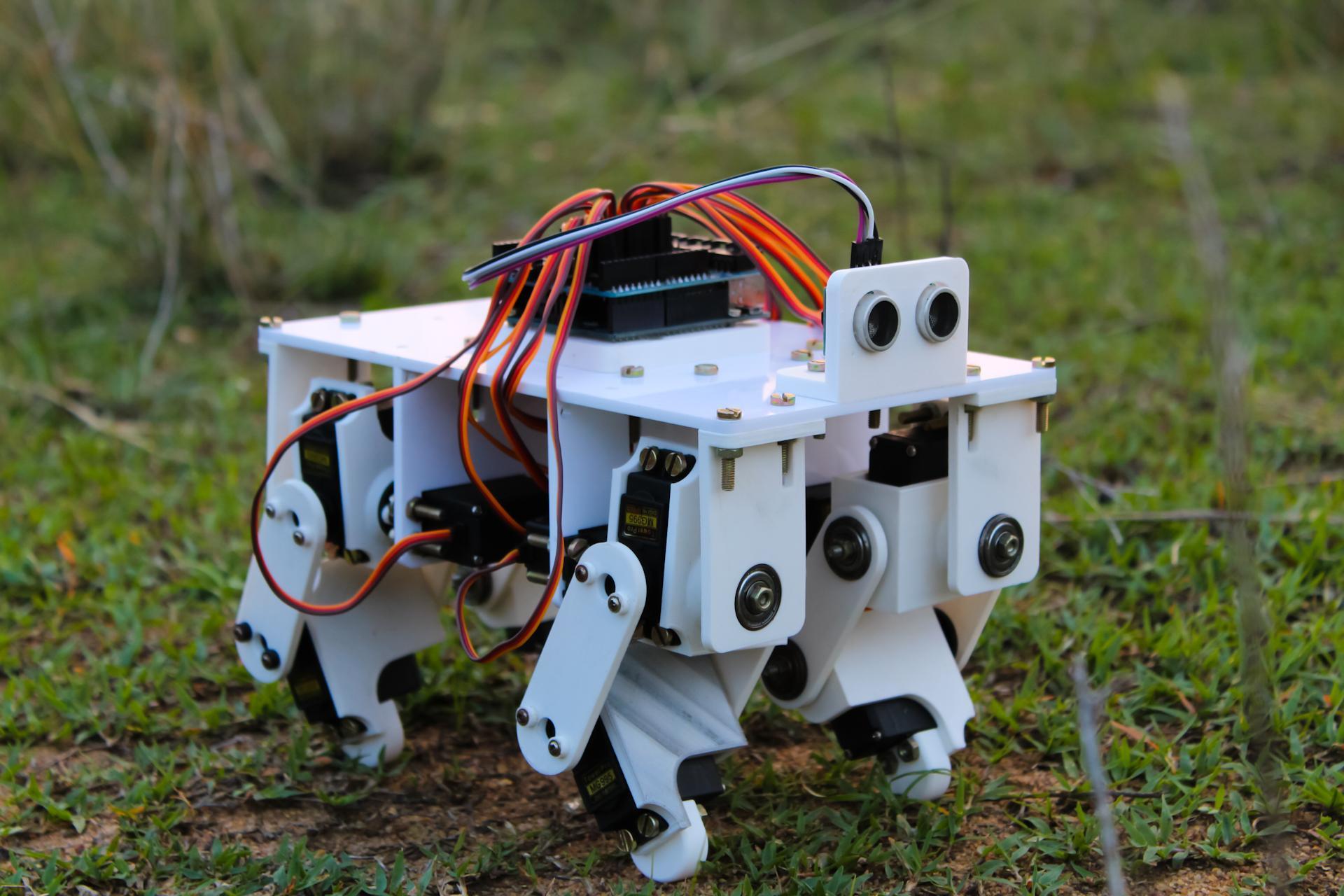 Перевод Распечатанный четвероногий робот под управлением Arduino