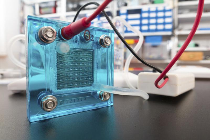 Новый материал для топливных элементов позволяет создавать долгосрочные «энергетические ячейки»