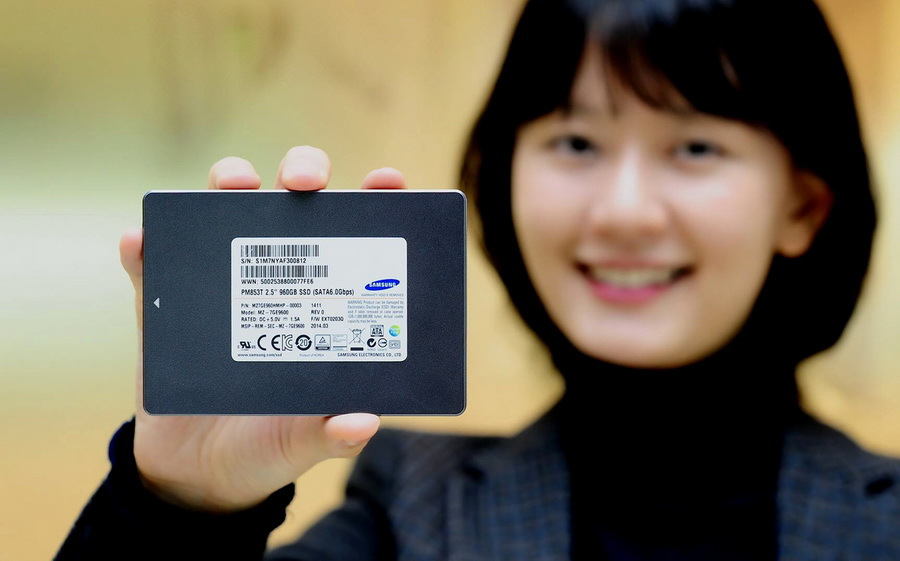 Samsung начинает выпуск твердотельных накопителей по технологии 3 бита на я ...