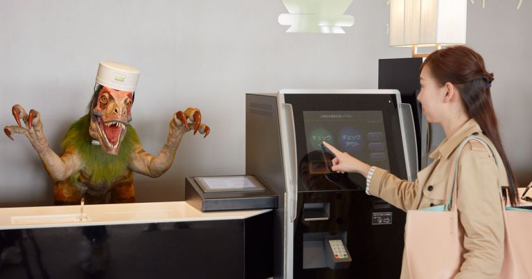 Японский робо-отель «уволил» половину своих роботов из-за создаваемых ими проблем