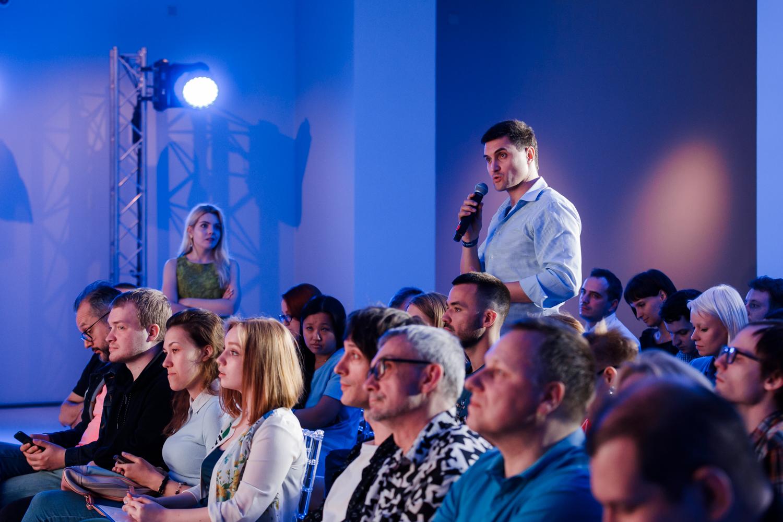 Вопрос из зала на дискуссии о том, можно ли считать ИИ создателем арт-объекта