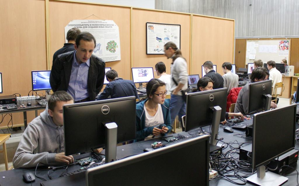 Микросхемы с разных сторон: семинары Nanometer ASIC, MIPSfpga и Connected MCU в России, Украине и Казахстане