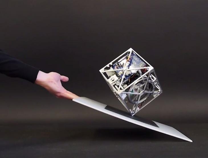 Cubli: роботизированный куб почти с совершенной балансировкой