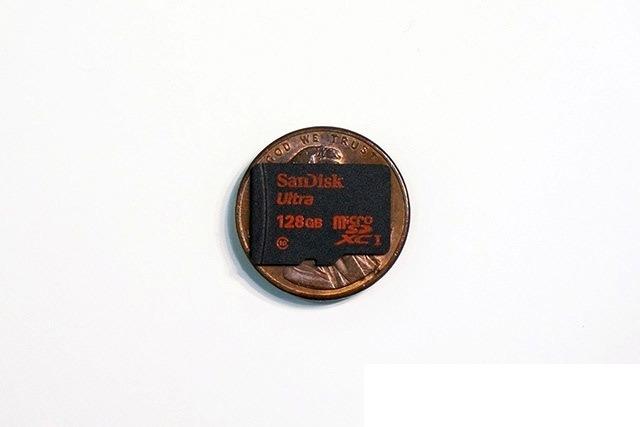 Первая флэш-карта на 128 ГБ