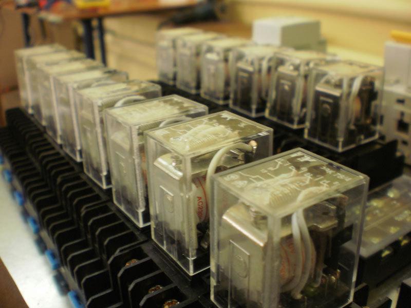 а по схеме с транзистором
