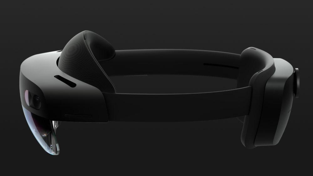 Microsoft HoloLens 2 использует технологию HoloLens, но стал втрое удобнее, а погружение в смешанную реальность вдвое убедительнее.