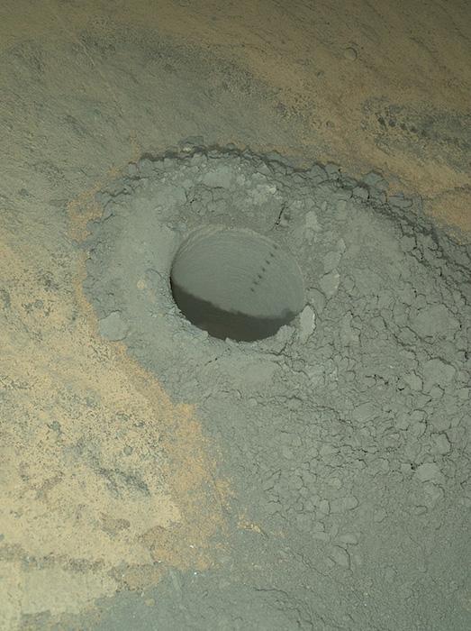 На пути к горе Шарп Curiosity пробурил песчаник и «пострелял» лазером