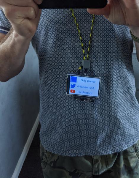 Перевод Шнурок на шею для Raspberry Pi, по которому подаётся питание