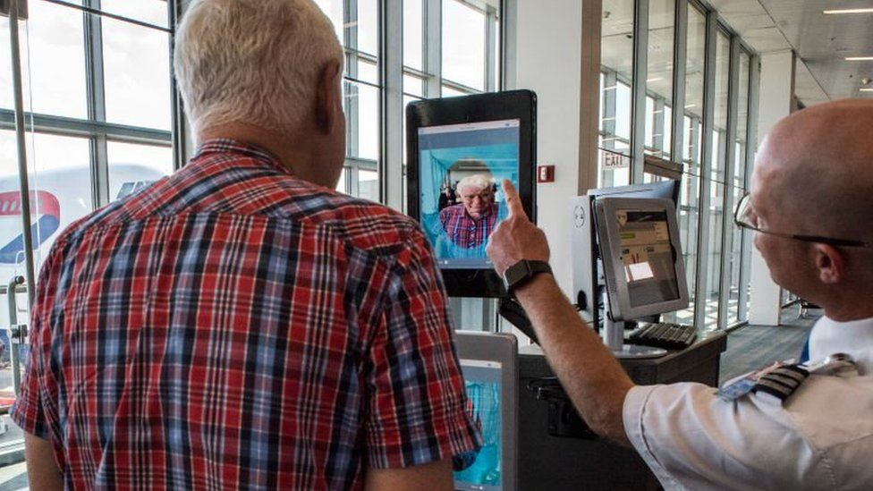 В «Шереметьево» и «Домодедово» будут распознавать лица пассажиров вместо проверки паспорта